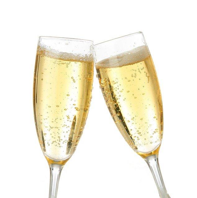 champagne-2711895_640
